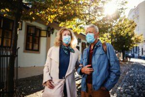 Paar mit Maske